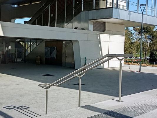 CMC Métallerie Avranches(50)-Rampes d'escalier en inox.