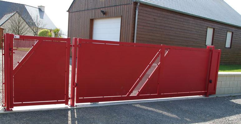 CMC Métallerie Avranches(50)-Portail contemporain avec portillon  acier galvanisé thermolaqué