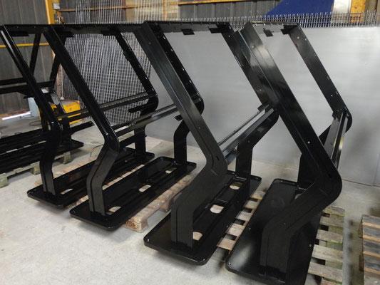 CMC Métallerie Avranches(50)-Mobilier Agencement Structures métalliques thermolaquées pour bornes interactives