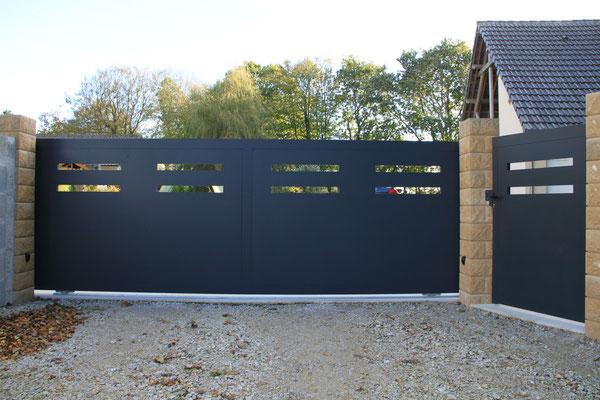 CMC Métallerie Avranches(50)-Portail contemporain aluminium thermolaqué