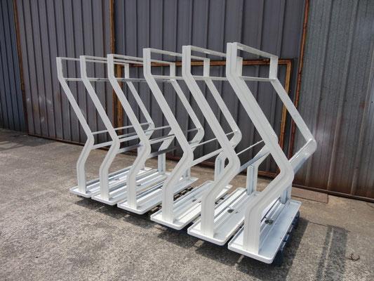 Structures métalliques pour bornes interactives