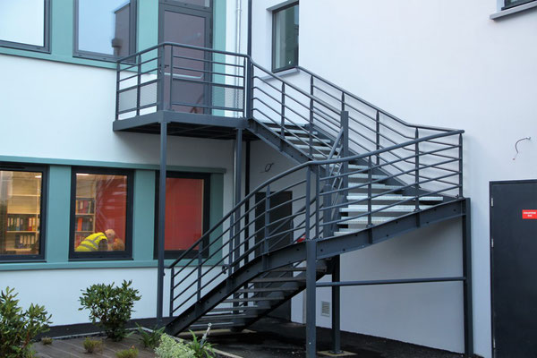 Escalier métallique trois quart tournant  acier galvanisé thermolaqué avec palier