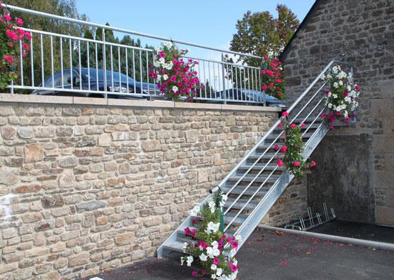 CMC Métallerie St Ovin-Avranches(50)- Escalier métallique galvanisé extérieur