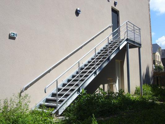 Escalier métallique droit acier galvanisé avec palier