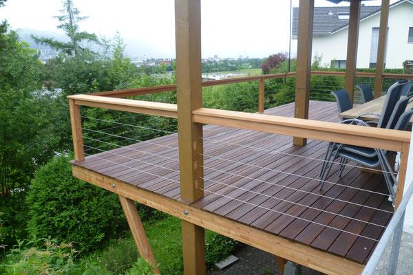 Strebel Holzbau Holzterrasse hoch