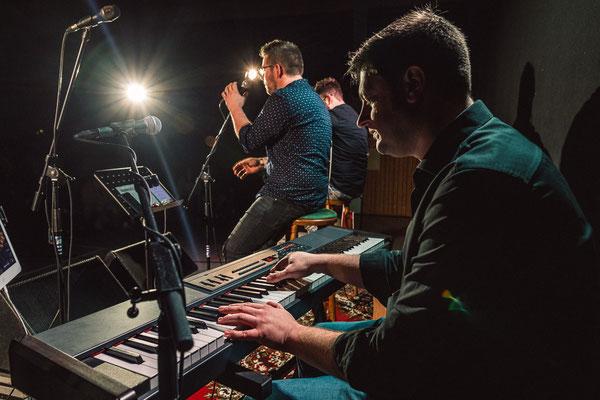 Singing Piano Band