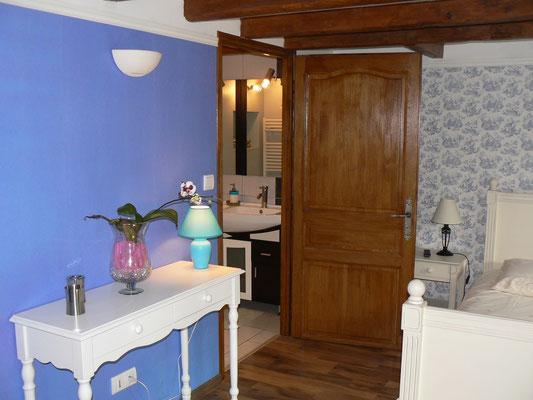 La chambre d'hôtes Mélanie donne sur une propriété d'un hectare avec étang
