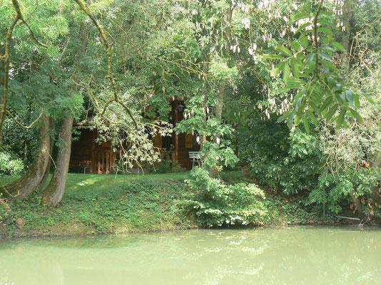 chalet face à l'éang de la maison de l'étang près de saint mihiel