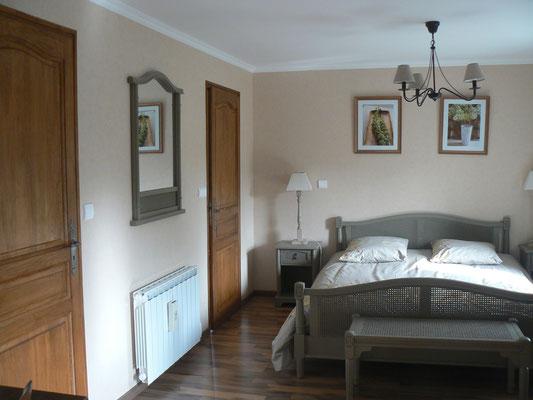 La chambre Elodie avec Sauna est claire et spacieuse