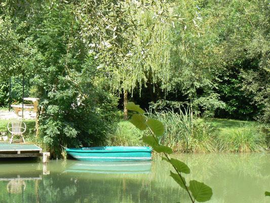 Venez faire un tour de barque à la maison de l'étang (gîte et chambres d'hôtes) près de Verdun