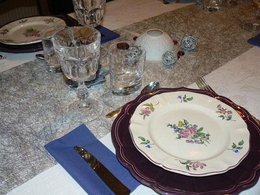 table d'hôtes dans une vaiselle de prestige