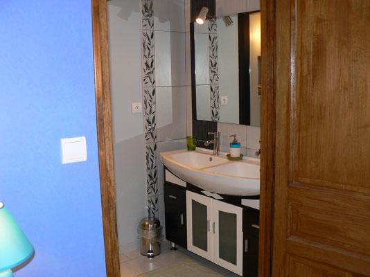 salle de bain avec douche à l'italienne en meuse