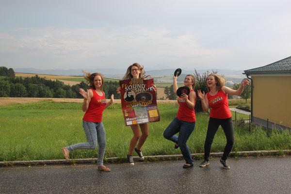 Freude über viele neue Angebote beim SoundShake 2016 zeigen Michelle, Lea, Flora und Magdalena