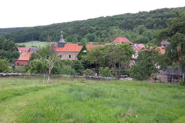 Historische Ortschaften ducken sich malerisch in die Landschaft des Thüringer Eichsfelds.