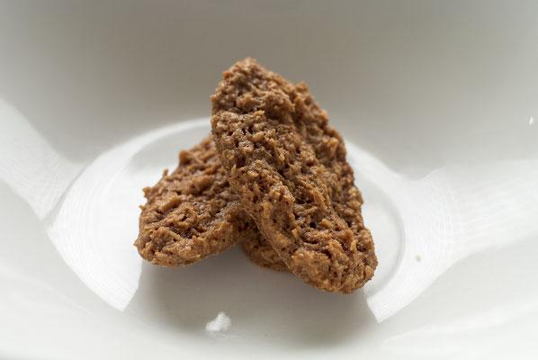 ココナッツ:名称 焼菓子 内容量30g 原材料名『アレルゲン対象範囲7品目』小麦粉(国内製造)、砂糖、ココナッツ、卵白、小麦粉(国内製造)/(一部に小麦、卵、乳成分を含む)