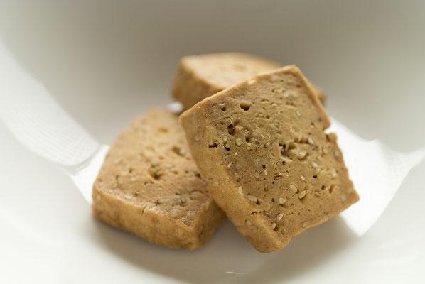 ゴマ:名称 焼菓子 内容量12枚 原材料名『アレルゲン対象範囲7品目』小麦粉(国内製造)、マーガリン、砂糖、鶏卵、ごま/膨張剤、(一部に小麦、卵、乳成分を含む)