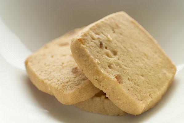 オレンジ:名称 焼菓子 内容量6枚 原材料名『アレルゲン対象範囲7品目』小麦粉(国内製造)、マーガリン、砂糖、オレンジ砂糖漬、バター、鶏卵/香料、(一部に小麦、卵、乳成分を含む)