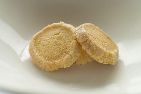 レモンサブレ:名称 焼菓子 内容量40g 原材料名『アレルゲン対象範囲7品目』小麦粉(国内製造)、バター、砂糖、卵黄、鶏卵、レモン汁 /香料、(一部に小麦、卵、乳成分を含む)