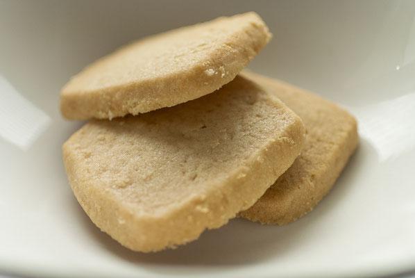 ソルトレモン:名称 焼菓子 内容量6枚 原材料名『アレルゲン対象範囲7品目』小麦粉(国内製造)、マーガリン、砂糖、バター、鶏卵、食塩、レモン果汁 /香料、(一部に小麦、卵、乳成分を含む)