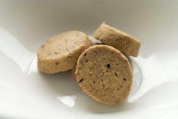 コーヒー:名称 焼菓子 内容量40g 原材料名『アレルゲン対象範囲7品目』小麦粉(国内製造)、バター、砂糖、鶏卵、コーヒー、牛乳、食塩/(一部に小麦、卵、乳成分を含む)