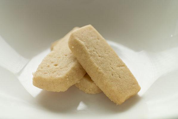 ソルトバター:名称 焼菓子 内容量12枚 原材料名『アレルゲン対象範囲7品目』小麦粉(国内製造)、マーガリン、砂糖、バター、鶏卵、食塩(一部に小麦、卵、乳成分を含む)