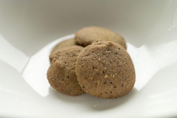 紅茶:名称 焼菓子 内容量50g 原材料名『アレルゲン対象範囲7品目』小麦粉(国内製造)、マーガリ、砂糖、バター、鶏卵、紅茶/膨張剤、香料、(一部に小麦、卵、乳成分を含む)