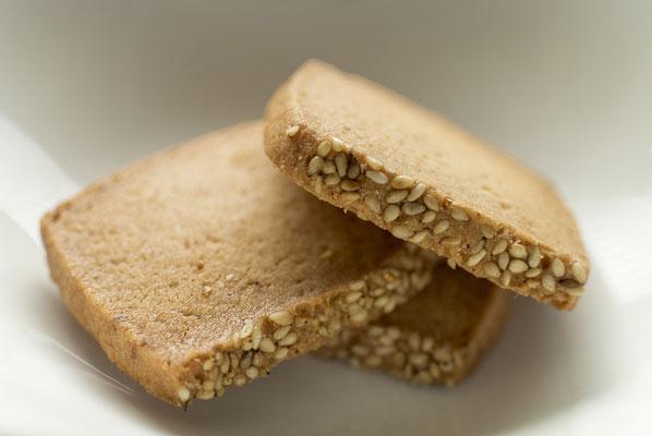 みそクッキー:名称 焼菓子 内容量6枚 原材料名『アレルゲン対象範囲7品目』小麦粉(国内製造)、マーガリン、砂糖、味噌、バター、鶏卵、ごま/(一部に小麦、卵、乳成分を含む)