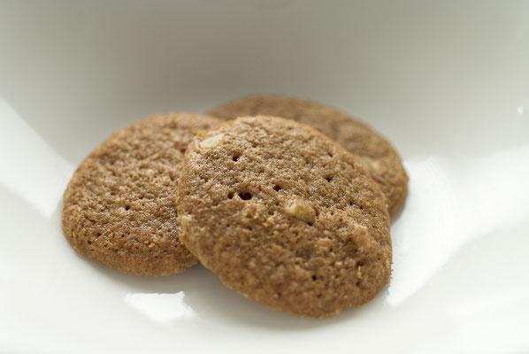 バタースコッチ:名称 焼菓子 内容量50g 原材料名『アレルゲン対象範囲7品目』小麦粉(国内製造)、砂糖、バター、マーガリン、くるみ、鶏卵、重曹、/香料(一部に小麦、卵、乳成分を含む)