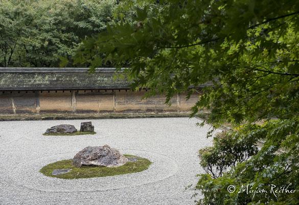 Steingarten im Ryoani Tempel in Kyoto, Japan