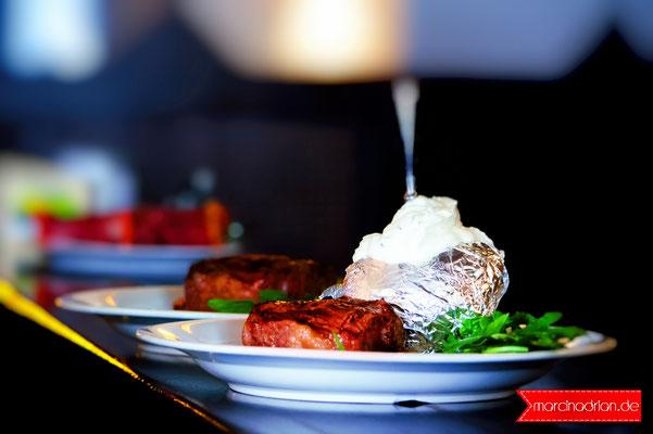Restaurant Colina, Colina Steakhaus Restaurant, Flandrische Str. 18, 50674 Köln. Steakhaus in Köln. Argentinische Steaks, Dry Aged mit Knochen / Marcin Adrian, Magdalena Adrian #photoshopcs6 #adobe #photoshop