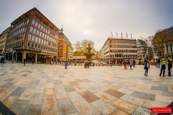 Taubenbrunnen, Kreuzblume, Römisches Nordtor Kardinal-Höffner-Platz Köln, Domplatte Köln, Fotograf Wesseling, Köln und Bonn © Marcin_Adrian www.marcinadrian.de