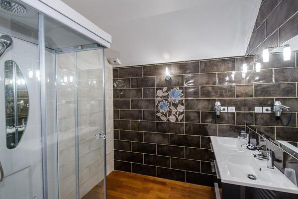 La Levant -salle de douche à jets