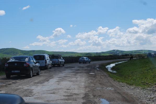 Linksverkehr durch Straßenbelag