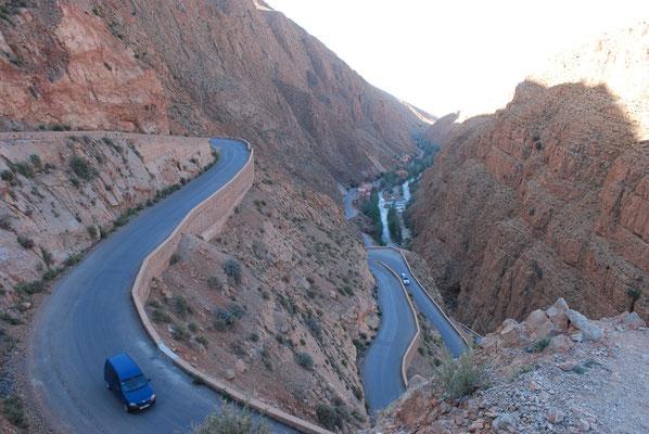 Serpentinen (kennt jeder Marokko-Interessierte aus dem Internet)