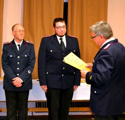 Björn Tabbert und Christoff Ploß wurden zu Oberfeuerwehrmännern befördert