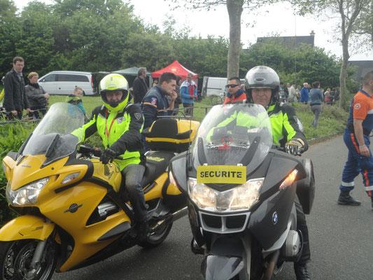 Les 2 motards de Tro bro motos Evenements qui assuraient la sécurité sur le parcours
