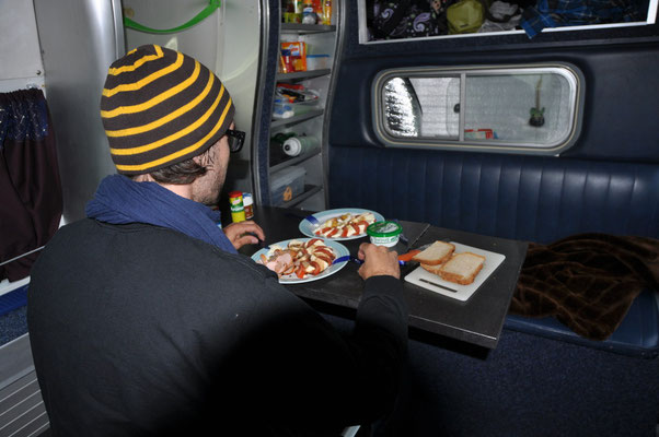 Erstes Abendessen im Van (Campimg La Fôret