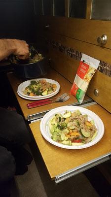 Gemütliches Essen im beheizten Innenraum