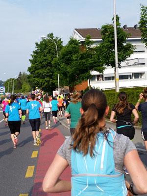 die ersten Kilometer und Mike macht noch munter Fotos :)