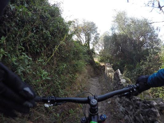 Mountainbiketour: Erst einen Downhill runter nach Finale Ligure zum Trailhead der Tour