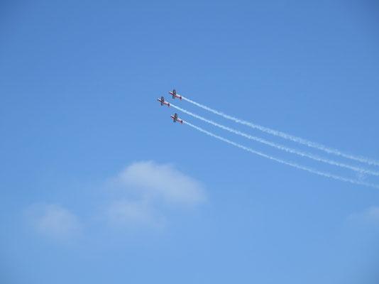 Das Royal Jordanian Falcons Team nur zu 3, da ein Pilot krank war