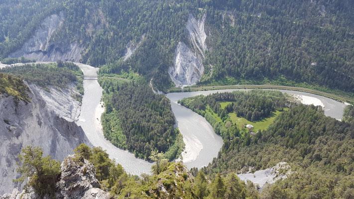 Tolle Aussicht auf die Rheinschlucht vom Aussichtsturm Il Spir