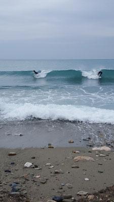 Surfer am Strand von Finale Ligure
