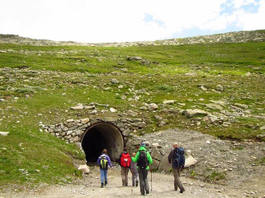 ...wieder runter vom Gletscher und Wanderung Richtung Tal