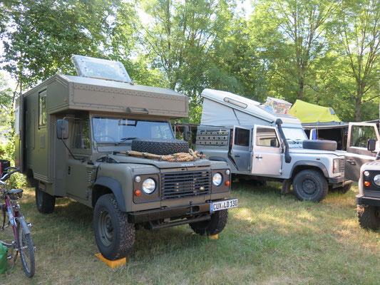 Unser Landy Camp vor Ort: Fritz in der Mitte und Bagheera hinten mit gelbem Dachzelt