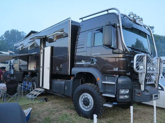 Camparea - riesen Teil mit 33 Tonen und 480PS
