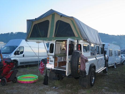 Camparea - Australische Family mit speziellem Landy Dach
