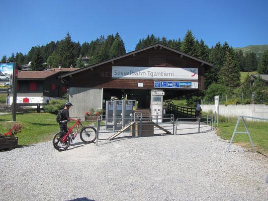 Samstag: Start unserer Bike2Ride Tour rot bei Talstation Richtung Piz Scalottas