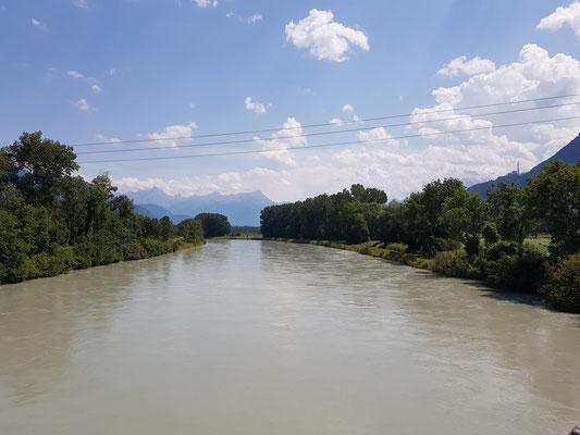 Etappe 4: Sierre - Vevey - erste Sicht auf den Genfersee