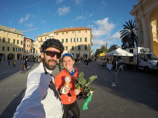 Nach der Tour, wenn einem der Hunger packt: gleich mal shoppen au der Piazza
